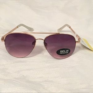 Liz Claiborne aviator sunglasses 🕶